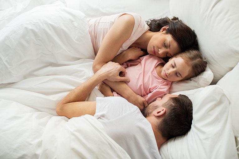 В постели с мамочкой тетками